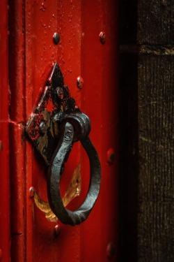 doorknocker-917222_1280